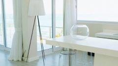 海辺の白い部屋